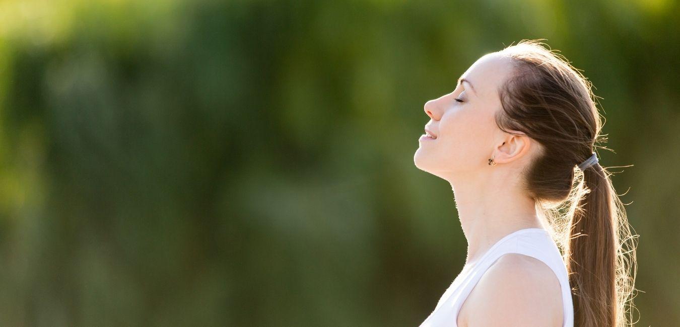Frau entspannt bewusst