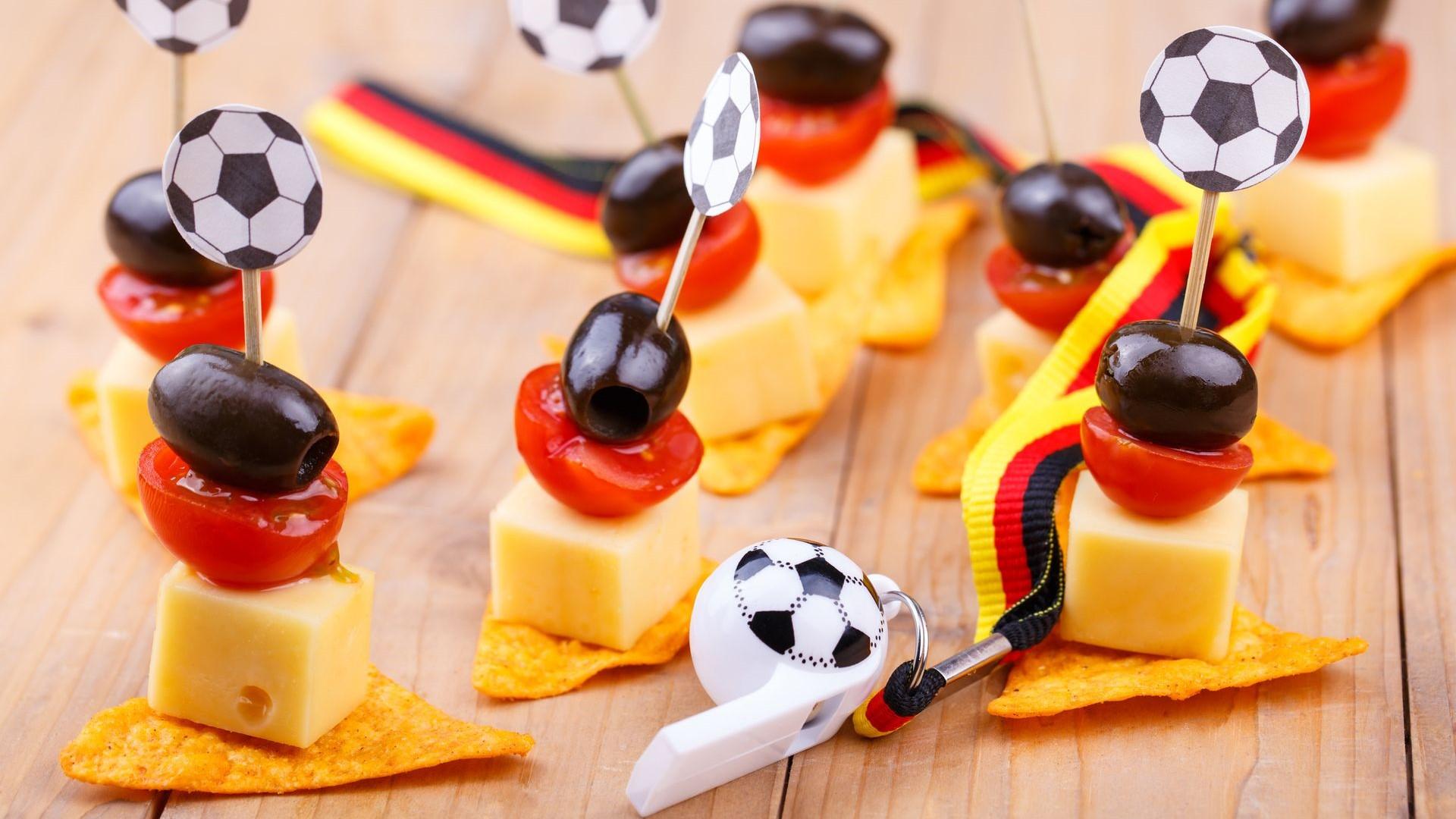 Fingersnacks mit Tomate Käse Trauben und Nachos