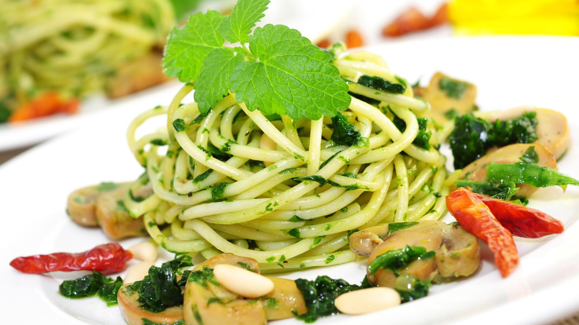 Spaghetti mit Peperoni und Bärlauch
